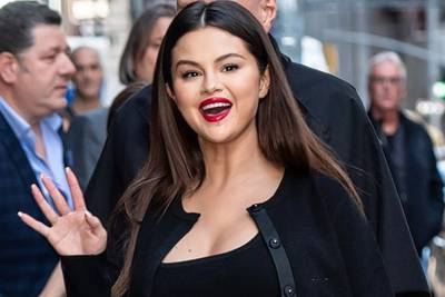 "Selena Gomez says getting off social media ""really saved my life"""